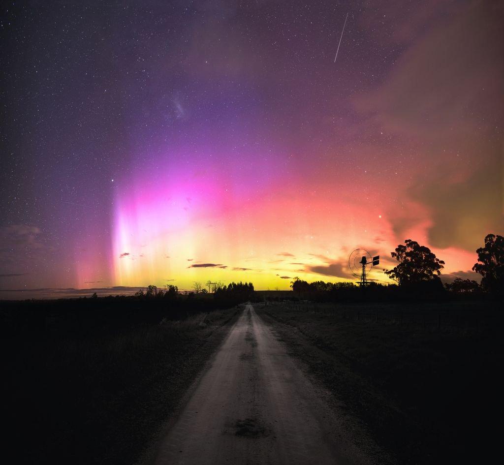 Aurora, as captured in Australia back in 2015.. https://t.co/Jjjhb5wEX7 https://t.co/nie39z1jLm