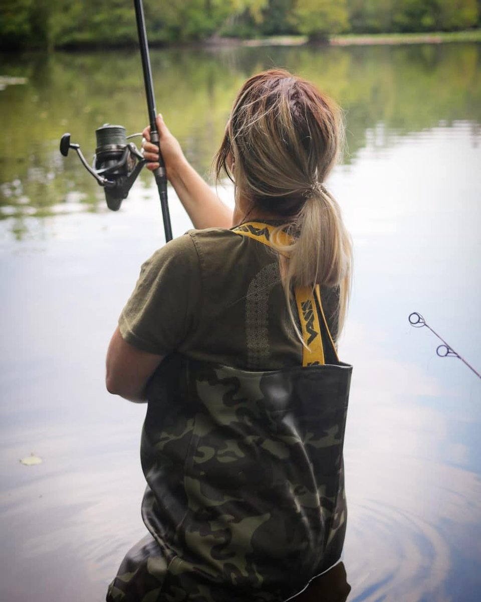 Bex getting on the spot. #bexnelsonfishes #vass #camo #carpfishing https://t.co/Zkh5YWnGyI
