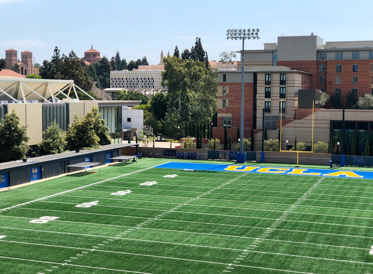 RT @UCLA_Alumni: Waiting for @uclafootball... 50 days until kickoff! #GoBruins #IMissUCLA 💙🐻💛🏈 https://t.co/658BjoURwc