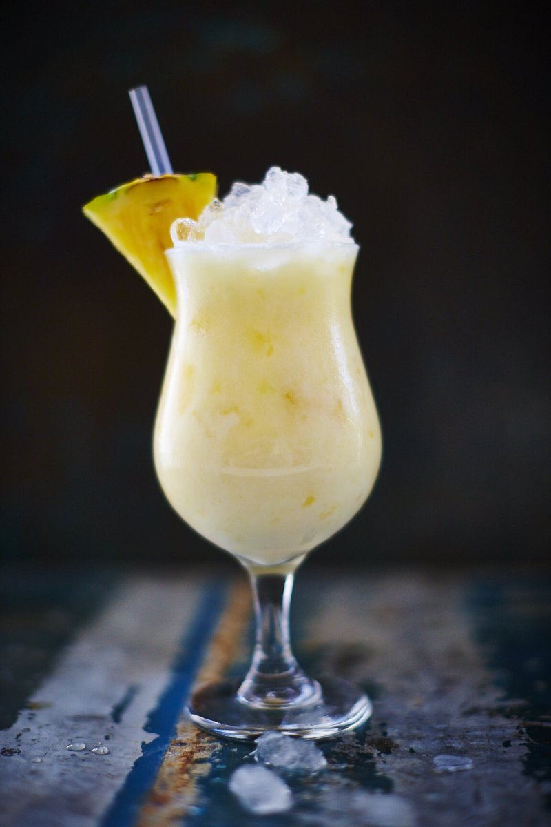 How to make a delicious pina colada ????☀️???? (sandy beach & sun lounger not included). https://t.co/x9XoNrYVs4 https://t.co/T3oMxUaFD5