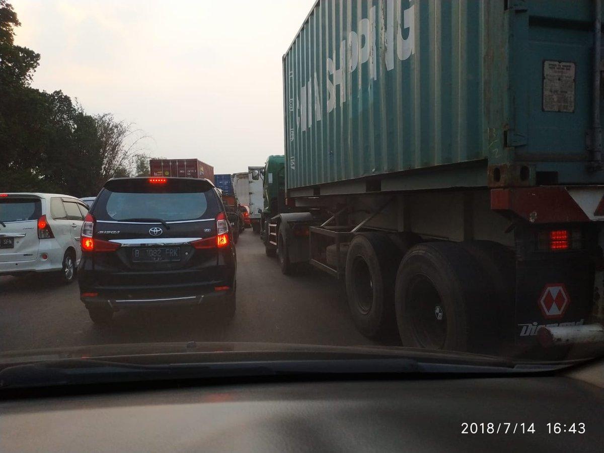 16.45: #TolCkmpk dr Cibitung arah ke Jakarta padat merayap. (Taufik) #ElshintaWeekend https://t.co/TW3APTelu9