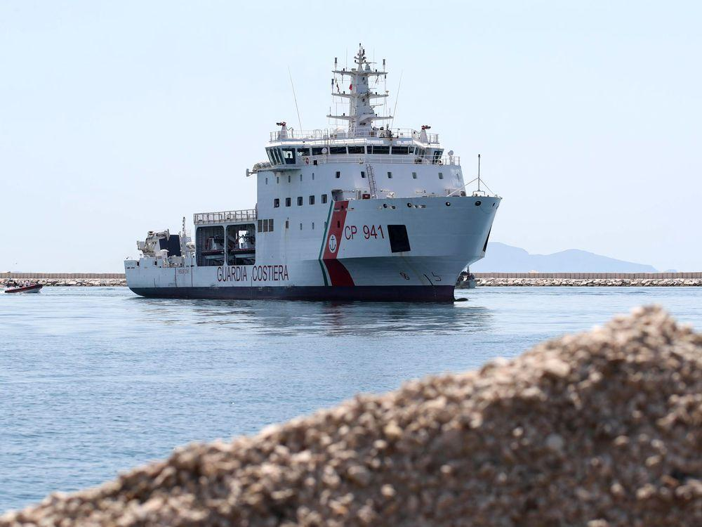 Italy transfers migrants to other ships but still continues to refuse them entry