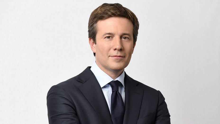 .@CBSEveningNews anchor @jeffglor scores surprise Trump interview
