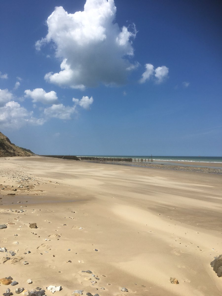 test Twitter Media - There are miles and miles of sandy beaches in #NorthNorfolk to explore on a sunny day #walkersarewelcome #loveCromer #Cromer #overstrand https://t.co/AVCPyHKrAb
