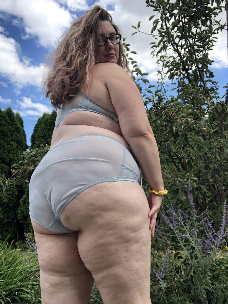 Flaunting off #bbw #babe #booty #fatass #sexworker #camgirl #model #beauty #fatspo #pdx #portland #gfe