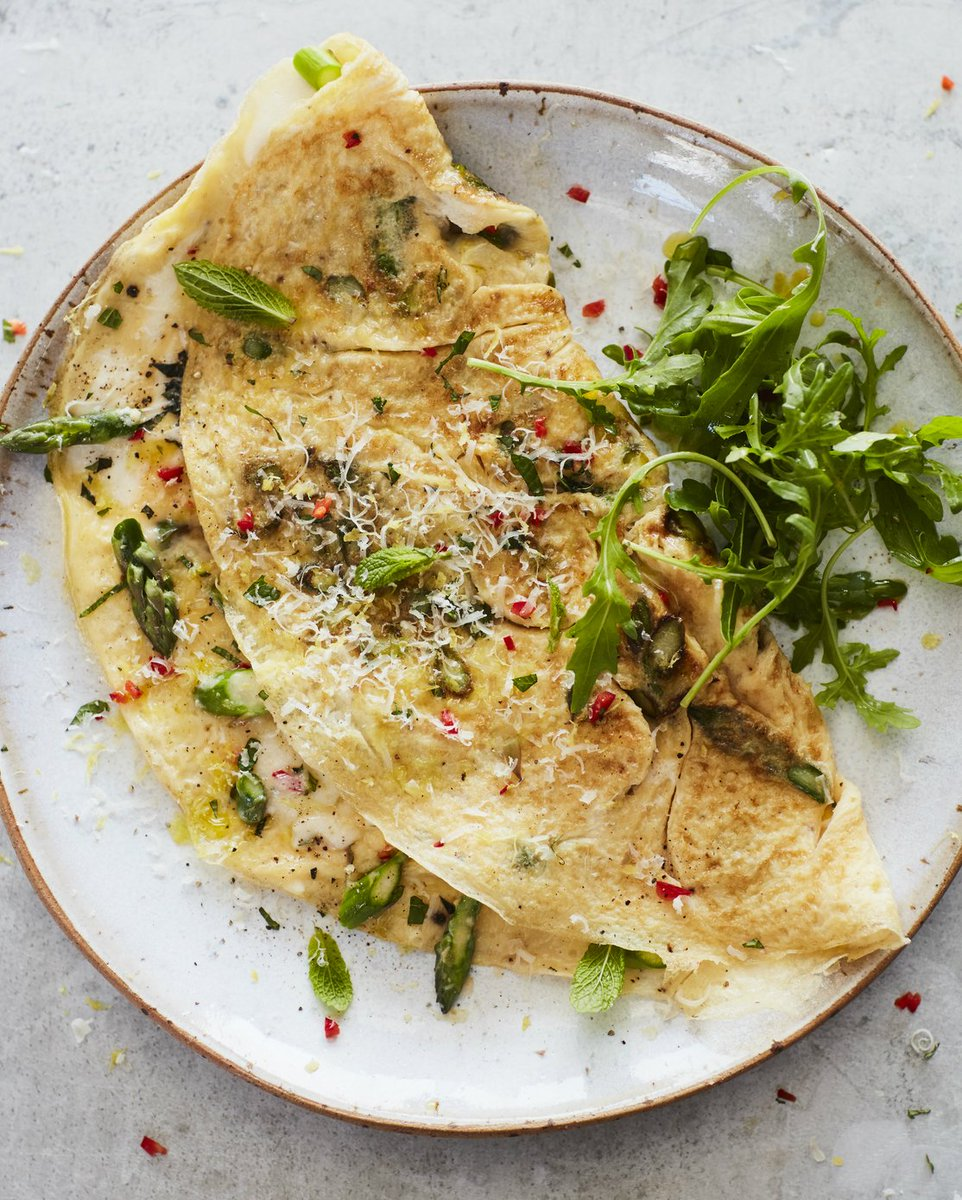 Jamie certainly makes a cracking good folded omelette... no pun intended. ???? https://t.co/mmq8laVhLf