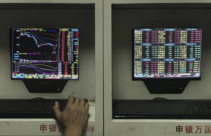 @BroadcastImagem: Bolsas da Ásia fecham na maioria em baixa após alta da semana passada. Andy Wong/AP