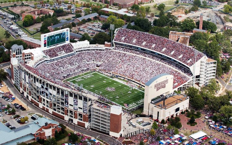 RT @SECSlowSmoked: Loudest SEC Stadiums Round 2:  RT for Davis Wade Like for Bryant-Denny  #HailState  #RollTide https://t.co/IMsOmeMqLR