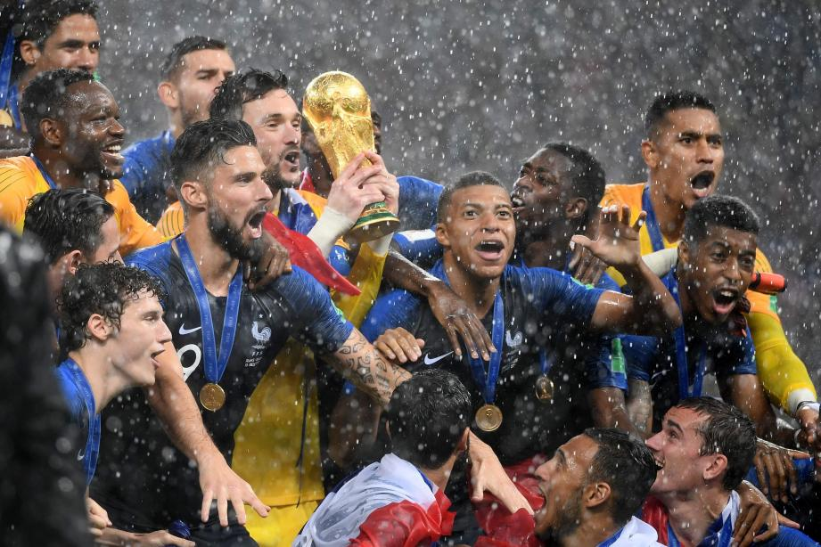 Félicitations à @equipedefrance #CHAMPIONSDUMONDE2018 ⚽🏆, un exploit qui...