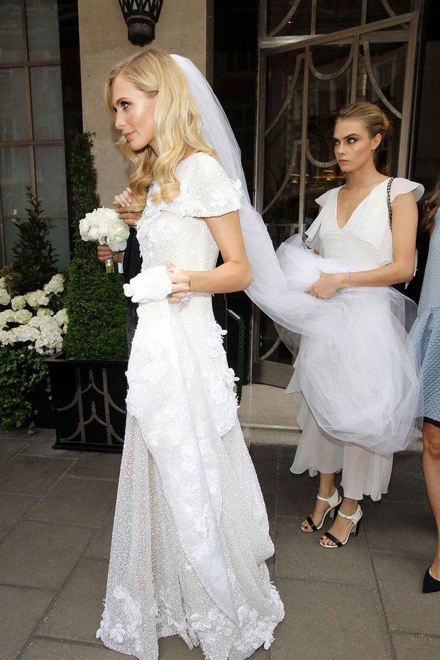 """el vestido hace la boda, pero el velo hace a la novia"""", alison"""
