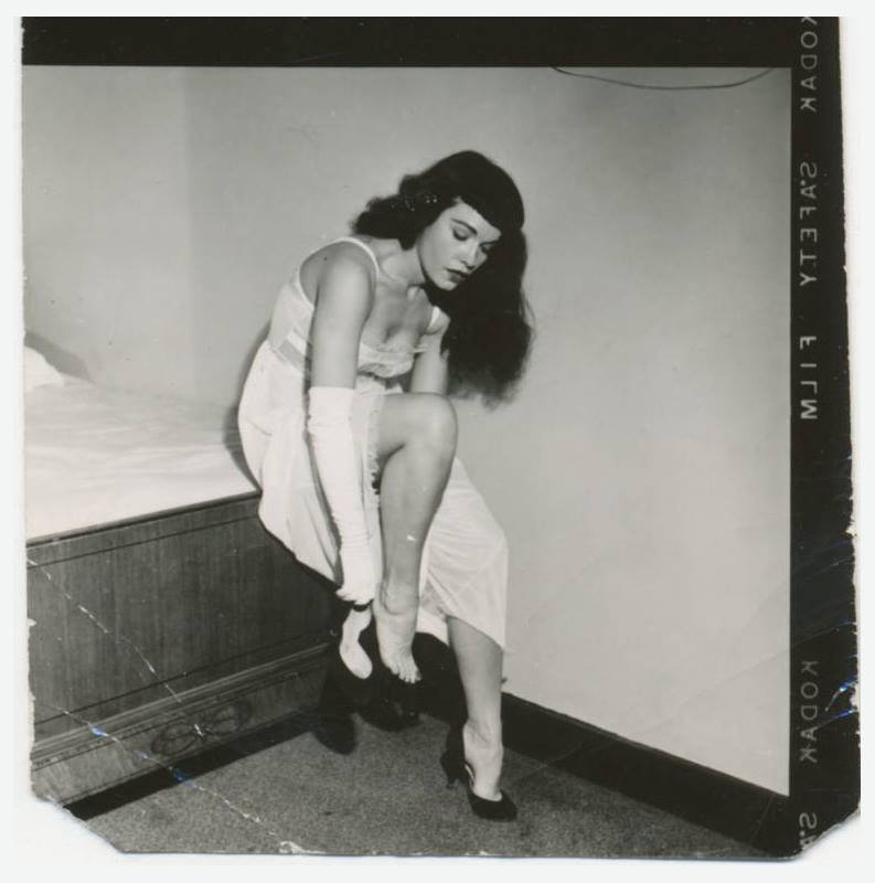 Sweet dreams, Bettie lovers! 😴💗🌙 #BettiePage #pinup #vintage 9AHsWc3mu0