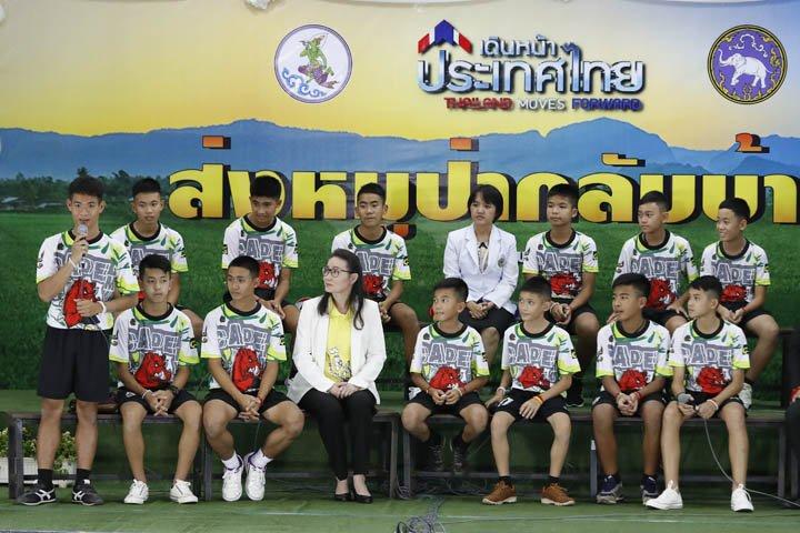 @BroadcastImagem: Time de futebol resgatado na Tailândia concede primeira entrevista após alta hospitalar. Vincent Thian/AP