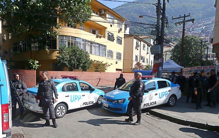 @BroadcastImagem: Moradores relatam intensa troca de tiros no Morro Dona Marta, na zona sul do Rio. Fábio Motta/Estadão