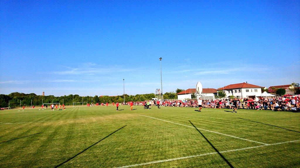 #RWEHFC Mein Tipp: Für Fußball spielen ist das noch ganz schön warm hier. https://t.co/60CH6g32MZ