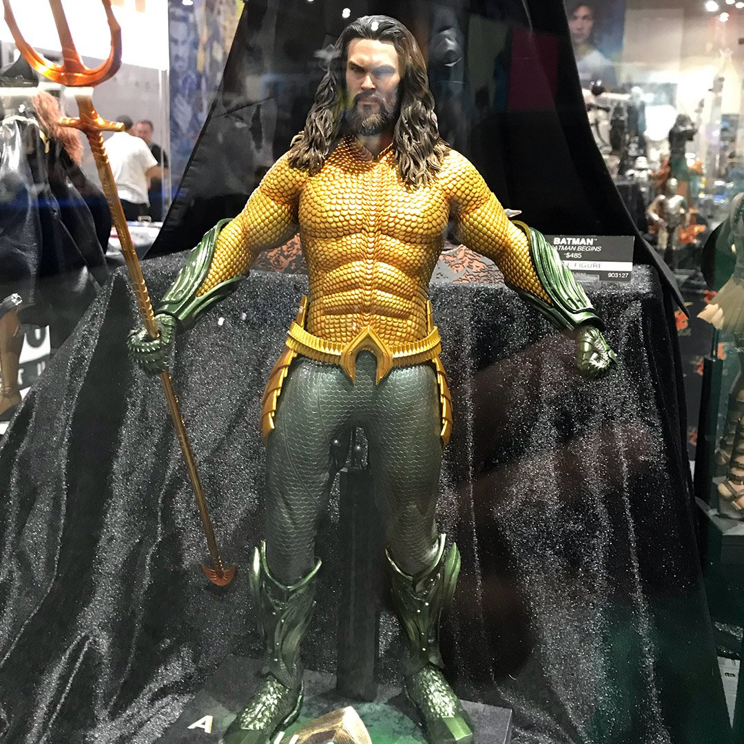 Jason Momoa rocks the classic #Aquaman suit in this figurine on the floor at Comic Con #SDCC2018 https://t.co/PXaUC5hf2h