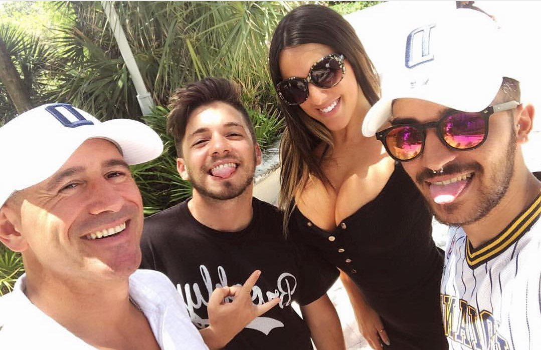 RT @celebrites_nues: La bombe sexuelle @ClaudiaRomani toujours disponible pour poser avec ses fans???? https://t.co/YY3ZfzNHGg