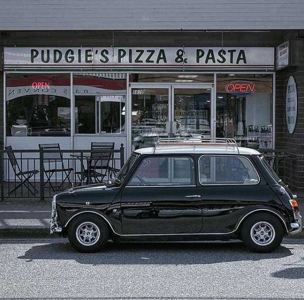 Pizza, pasta & a #ClassicMini.  @minidemarco captures this #MINI on a lunch break. https://t.co/Y4jHcrukKu