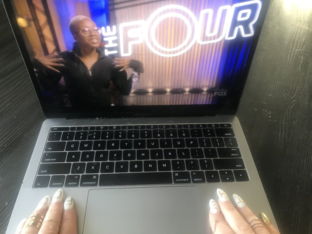 #TheFour streaming, nails gleaming ✨✨ https://t.co/IIPWofnFn0