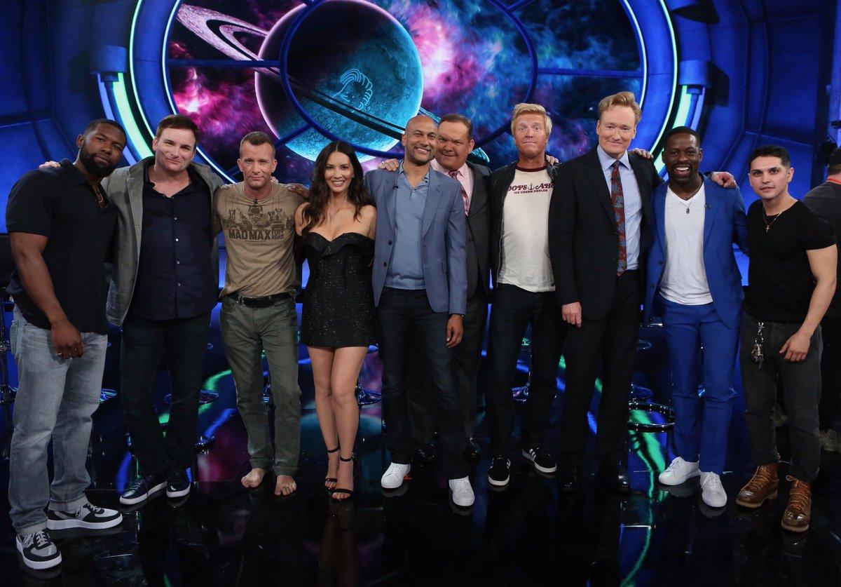 Tonight at 11pm on @ConanOBrien the cast of #ThePredator ???????? https://t.co/3yMYbZQmhY