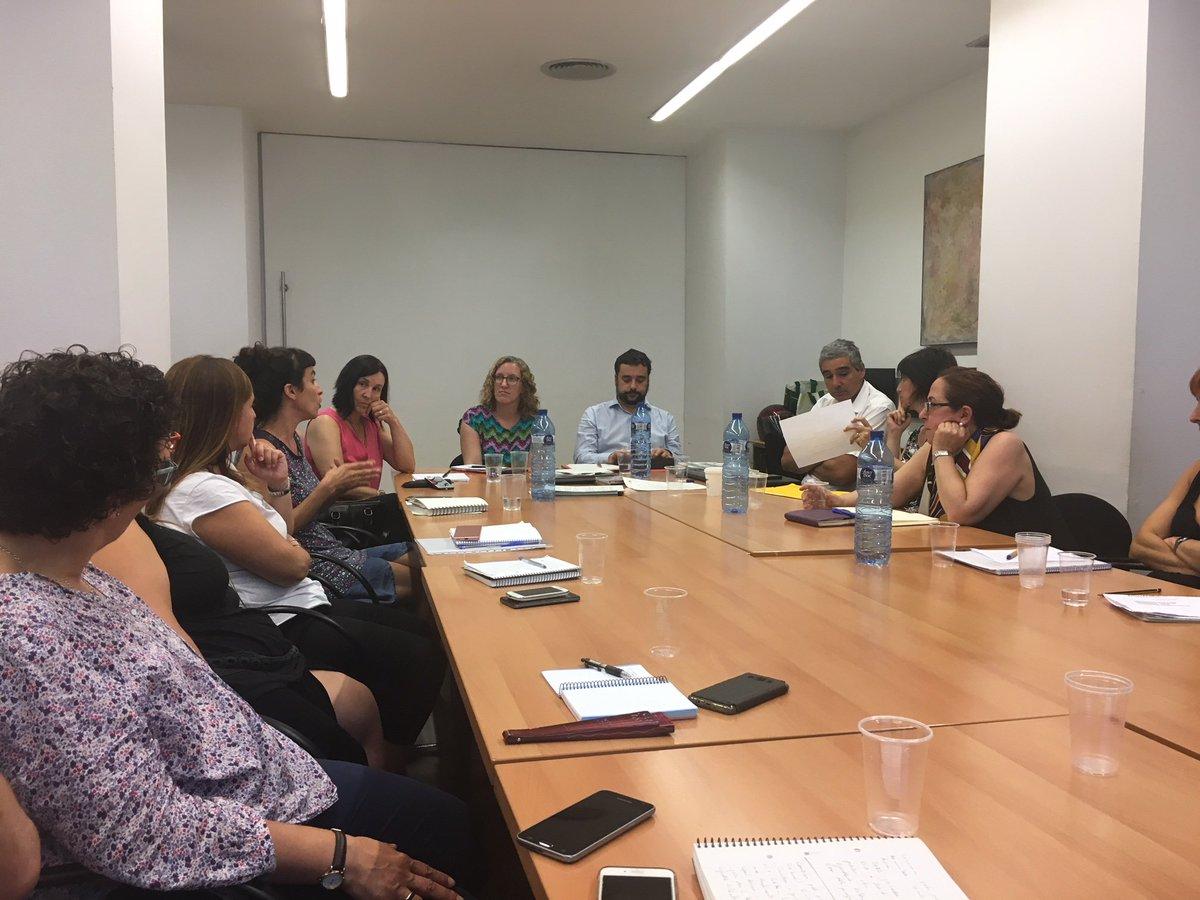 test Twitter Media - Ahir ens vam reunir juntament amb @ecasacciosocial amb Francesc Iglesias i Eva Ferran del departament @aferssocialscat per explicar tota la nostra feina en l'àmbit del VIH i l'exclusió social #VIH https://t.co/mVzHv4pkEH