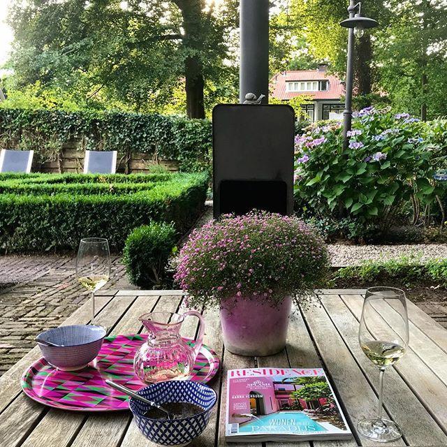 test Twitter Media - Ik zit 🙏🏼, met een heerlijk glaasje #wijn én de @residencenl 💗. Het #weekend kan beginnnen..  #interieur #magazine #thuis #tuin #uitzicht #zomer #blij #sfeer #interieurdesign #interieurstyling #interieuradvies #kleuradvies #kleuren #inspiratie #utrec… https://t.co/AXWcZ0n65B https://t.co/Hg8WU6gAb8