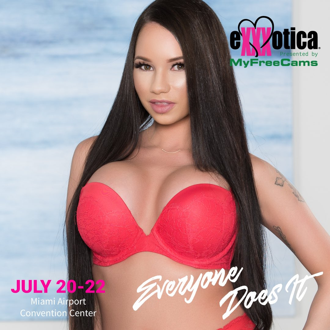 2 pic. #MIAMI signing until 11 all weekend at booth! tomorrow