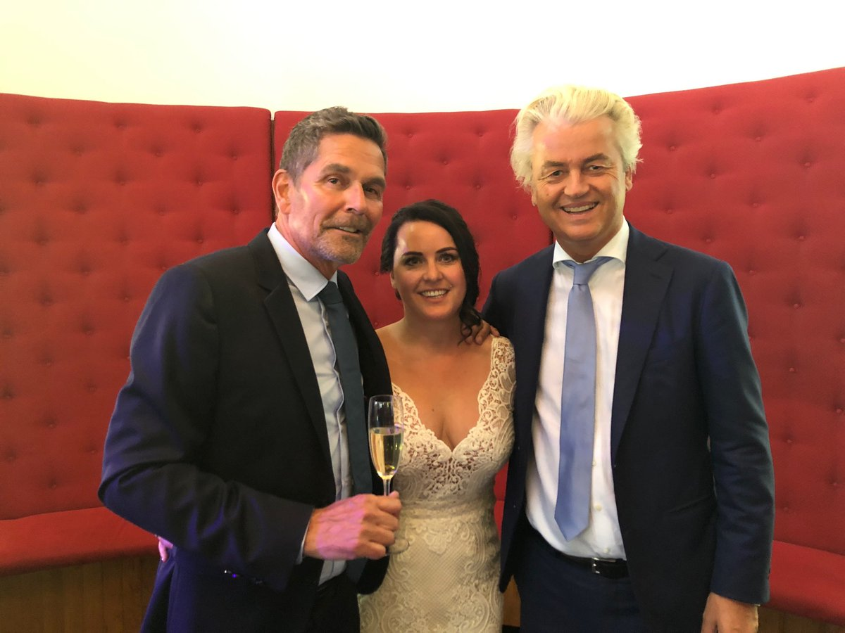 Wat een prachtig bruidspaar!  Gefeliciteerd en héél véél geluk samen @harmbeertema en Trisha!! https://t.co/6KCHQsFbNZ