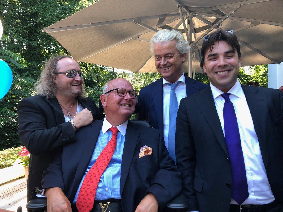 RT @geertwilderspvv: Geweldige mensen.  @RidderDionGraus @MulderDr @leondejong https://t.co/bZERGtbAUk