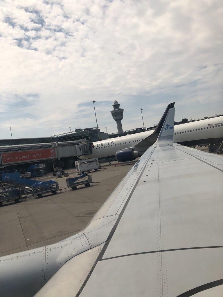 RT @geertwilderspvv: ✈️✈️✈️ @KLM ✈️✈️✈️ https://t.co/ojcsTAbXfD