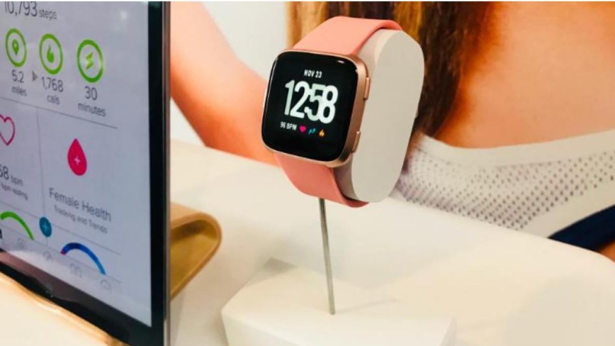 FitBit Versa, un smartwatch que funciona mejor si eres mujer https://t.co/bBKk8yJvUM https://t.co/iUADTH786B