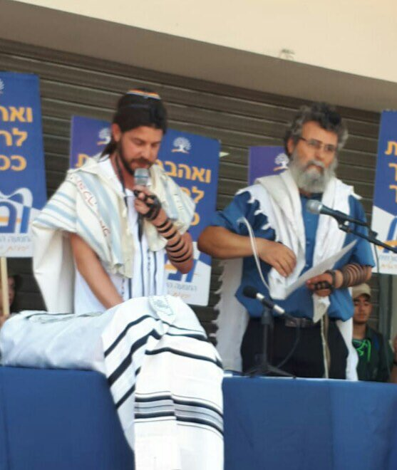test Twitter Media - r. Oded of LBEC Haifa Reading the Haftara #TishaBAv prayer rally Progressive & Masorti movements in frt of Orthodox Rabbinical court Haifa, standing next to R. Dubi Hayun who was detained early Thursday morning charge: officiating a non-orthodox wedding. @LiberalJudaism https://t.co/lym2fKq12a