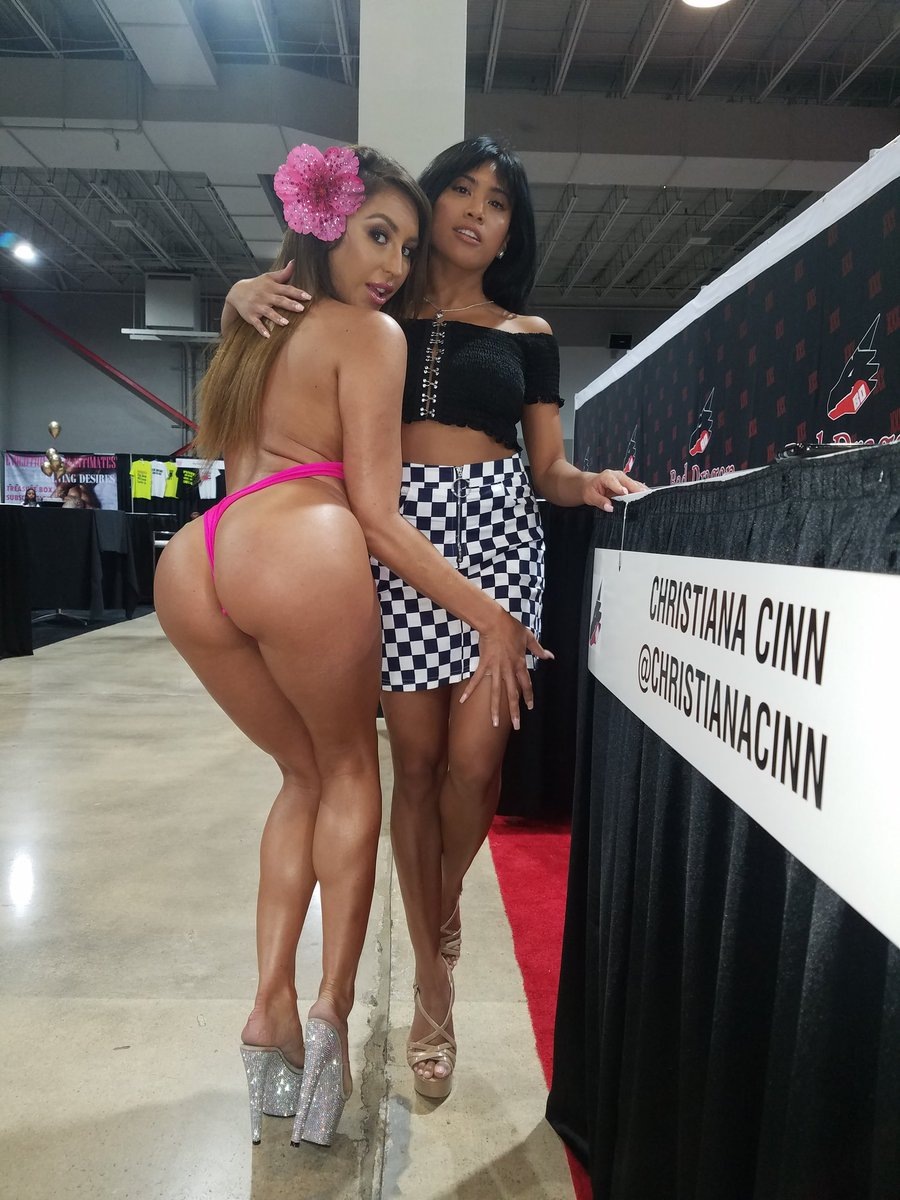 2 pic. Had So much fun with you babe at in Miami Mami! MGl3zXd