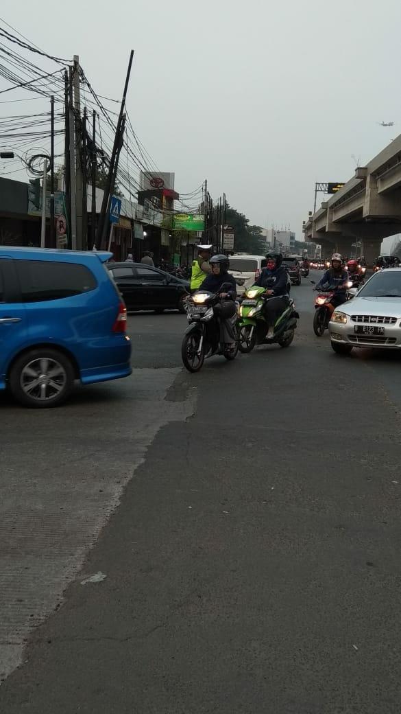 RT @TMCPoldaMetro: 17.29 Arus lalu lintas di TL Raden Inten JL Raya Kalimalang terpantau ramai lancar. https://t.co/3yUrVqwnHz