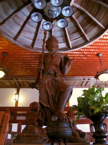 test ツイッターメディア - 【日本の神社仏閣】可睡齋(静岡県袋井市) 東司(お手洗い)にまつられる高さ3メートルの烏蒭沙摩明王様は日本一の大きさを誇り、身体健全の仏様として崇敬されています。 ※NHK「ごごナマ」、TOKYO MX「5時に夢中!」で紹介いたしました。 https://t.co/6MOK2XUT4p