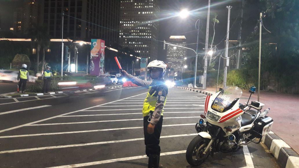 19:31 Arus lalu lintas https://t.co/ys8qLn0lmX Afrika Senayan mengarah Jl.Pakubuwono kedua arah ramai lancar. https://t.co/BS3Fhbo74Y