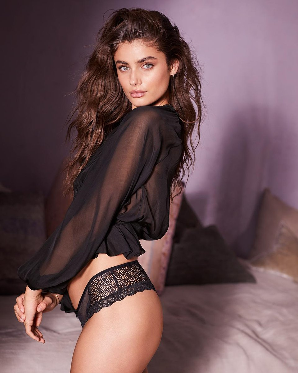 Can't take our eyes off that lace. #XOVictoria https://t.co/STZNQ4Gfjf https://t.co/BXI2aoHpEy