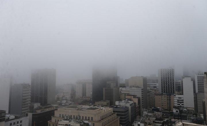 @BroadcastImagem: Nevoeiro causa fechamento do Aeroporto Santos Dumont, no Rio, nesta manhã. Fábio Motta/Estadão
