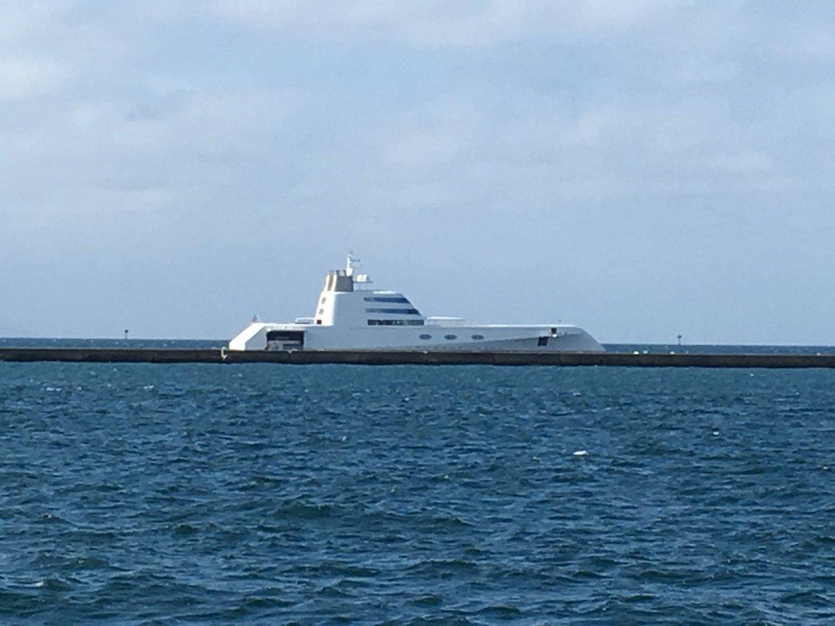 【青森】青森港に イージス艦?富豪の潜水艦? 見慣れない変わった形の船が停泊 YouTube動画>1本 ->画像>55枚