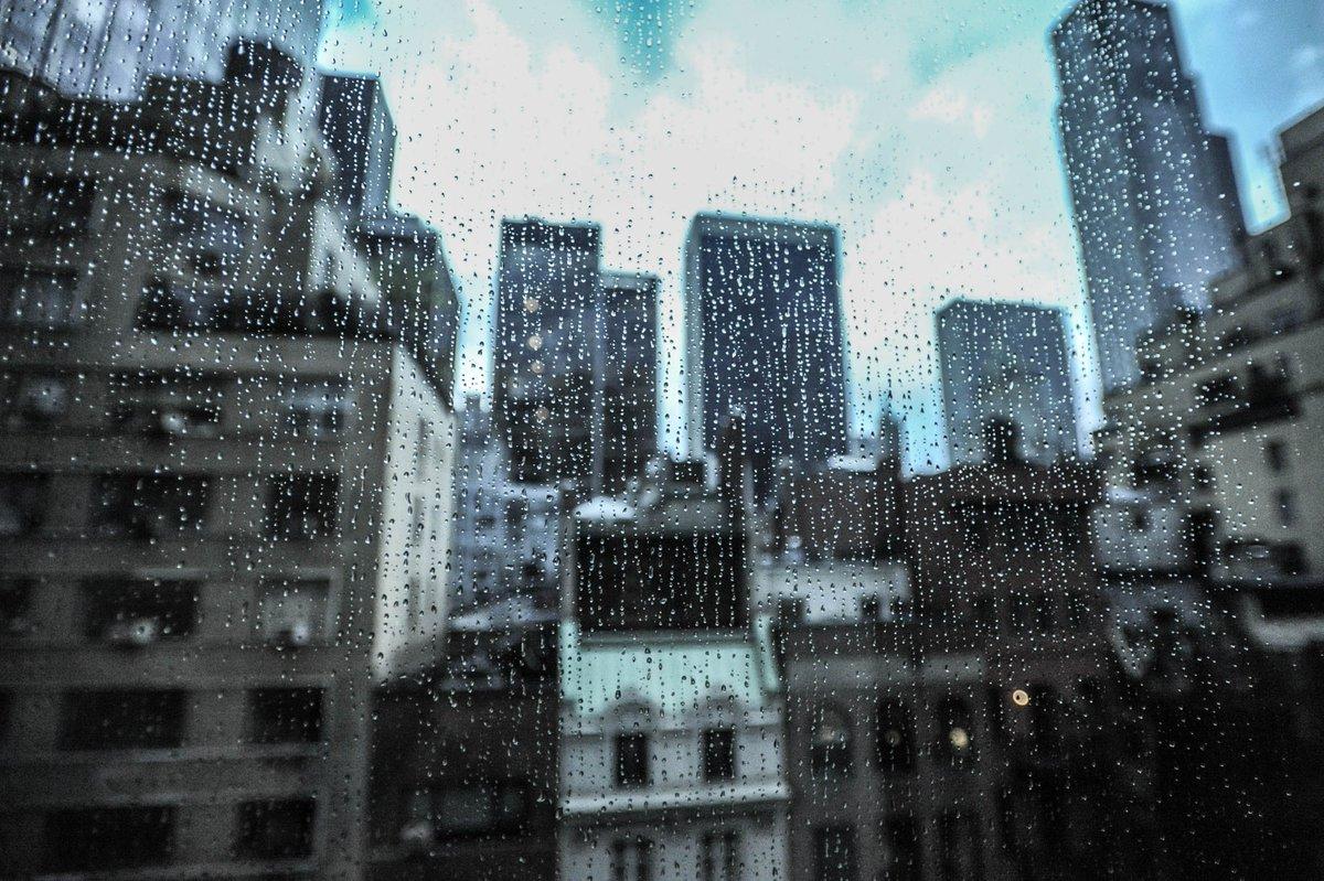 Rainy day in the city.. https://t.co/yz54FTEZiv https://t.co/E01SvwoN39