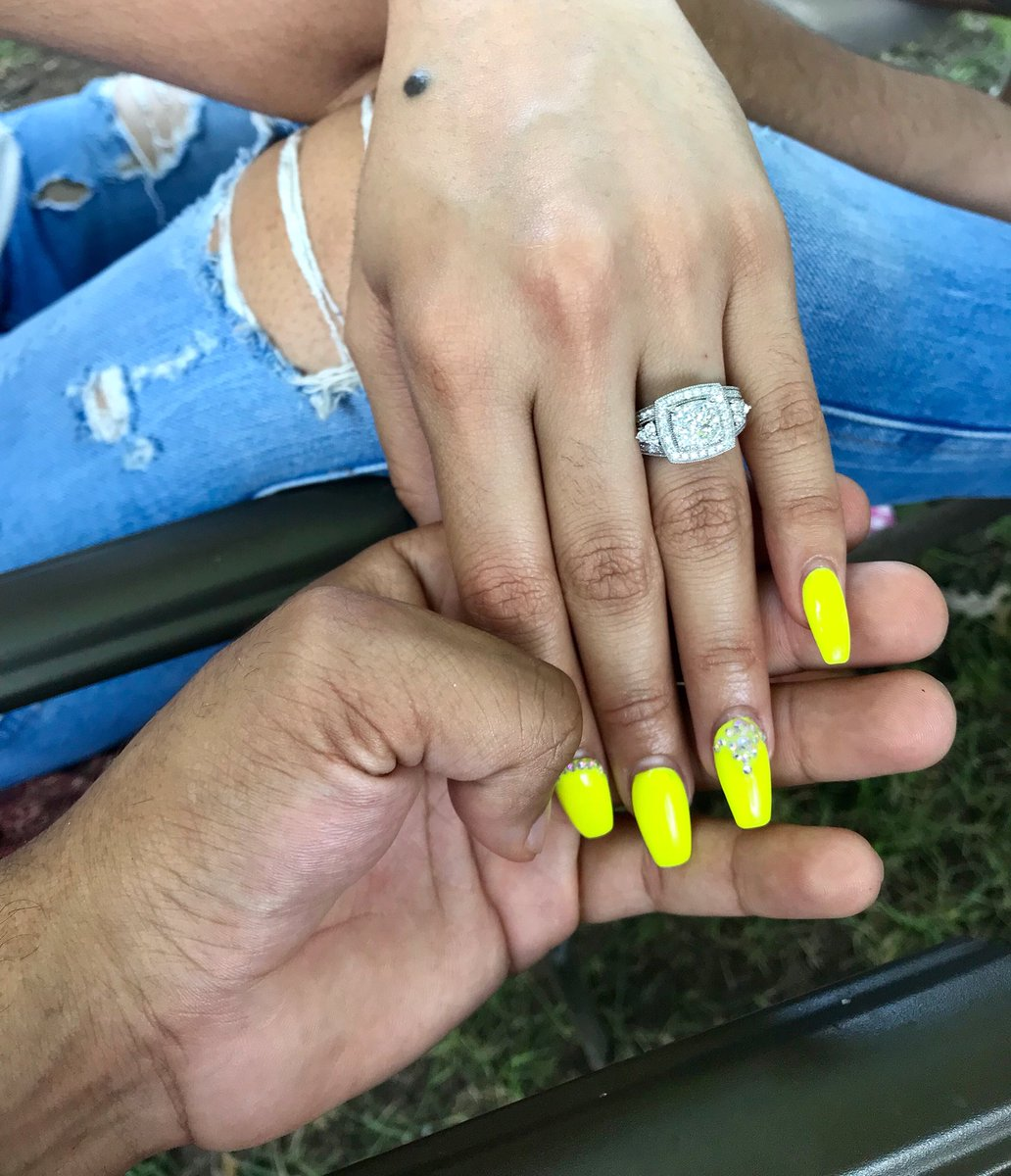 RT @imchasingdreamz: GUESS WHAT? 6 months later we're engaged and better than ever!!! https://t.co/qYNMBd0N2X