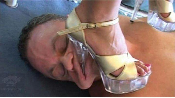 Hart trampelnde High Heels