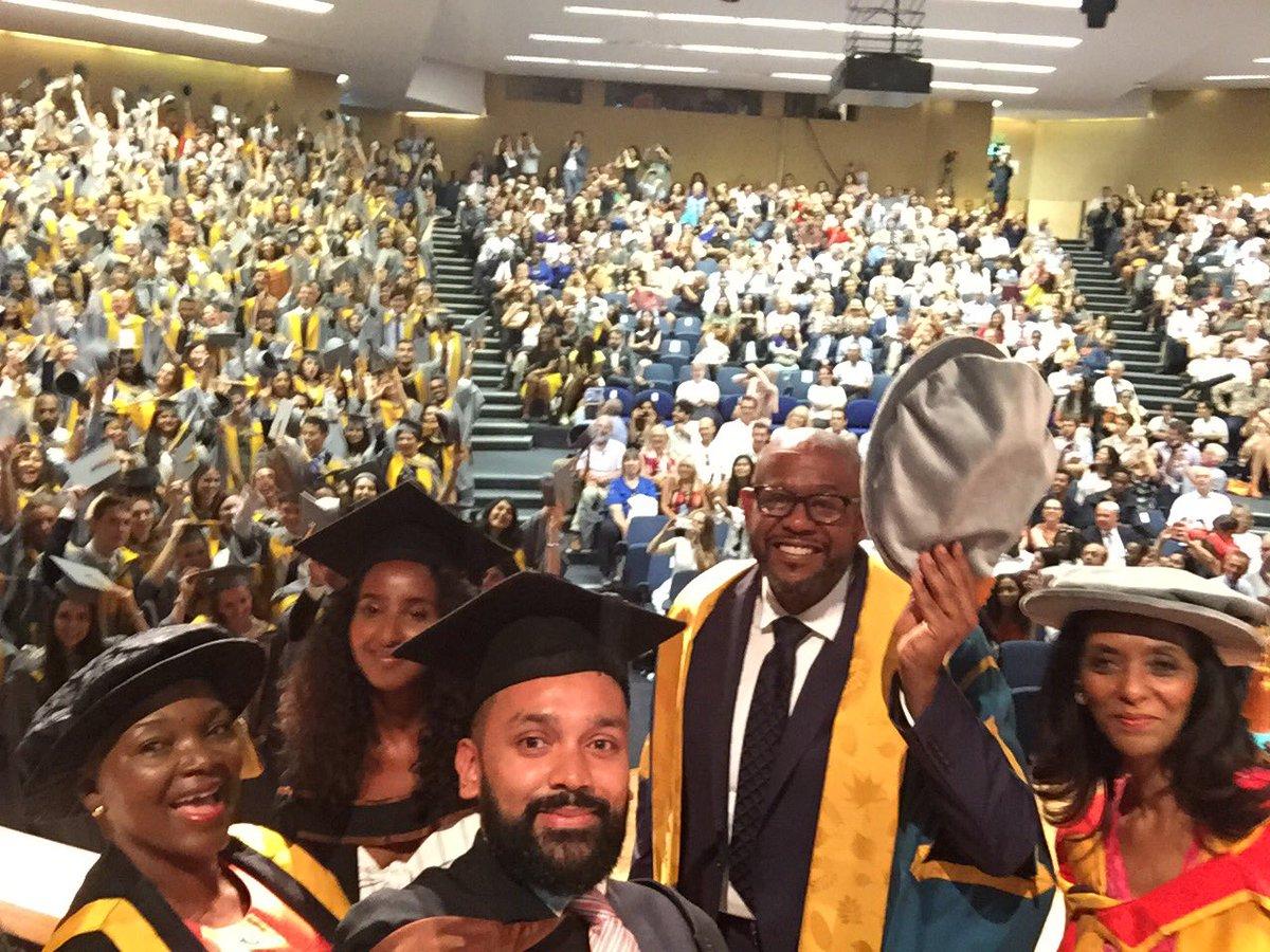 RT @ValerieAmos: Captures the specialness of @SOAS graduation #soasgrad https://t.co/yvFDoPfz8a
