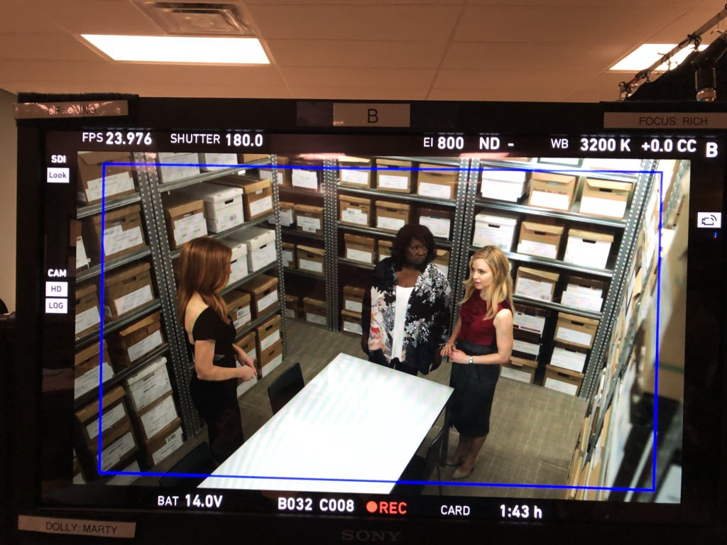 RT @SmithSmitherrs: One more BTS. @Suits_USA @sarahgrafferty @AmandaSchull @wright_aloma #Ep802 https://t.co/5D7QrU0Vy9