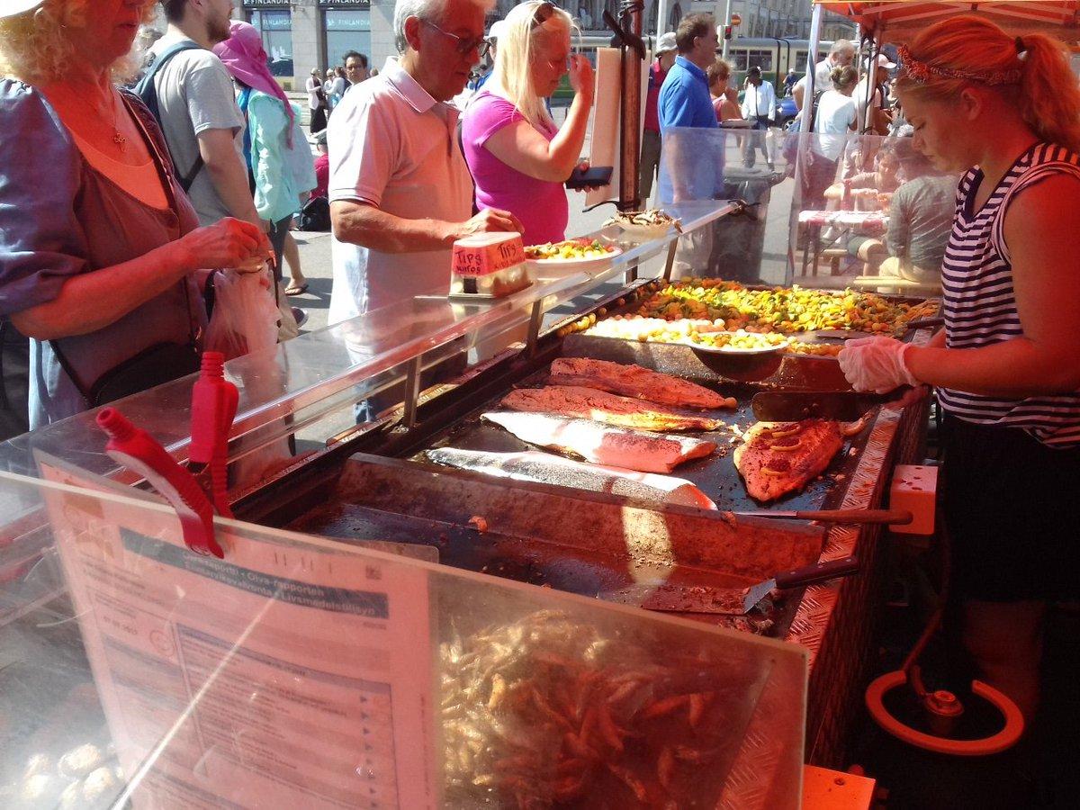 Étape 4/5 : ce midi, c'est poisson grillé sur le port d'Helsinki !