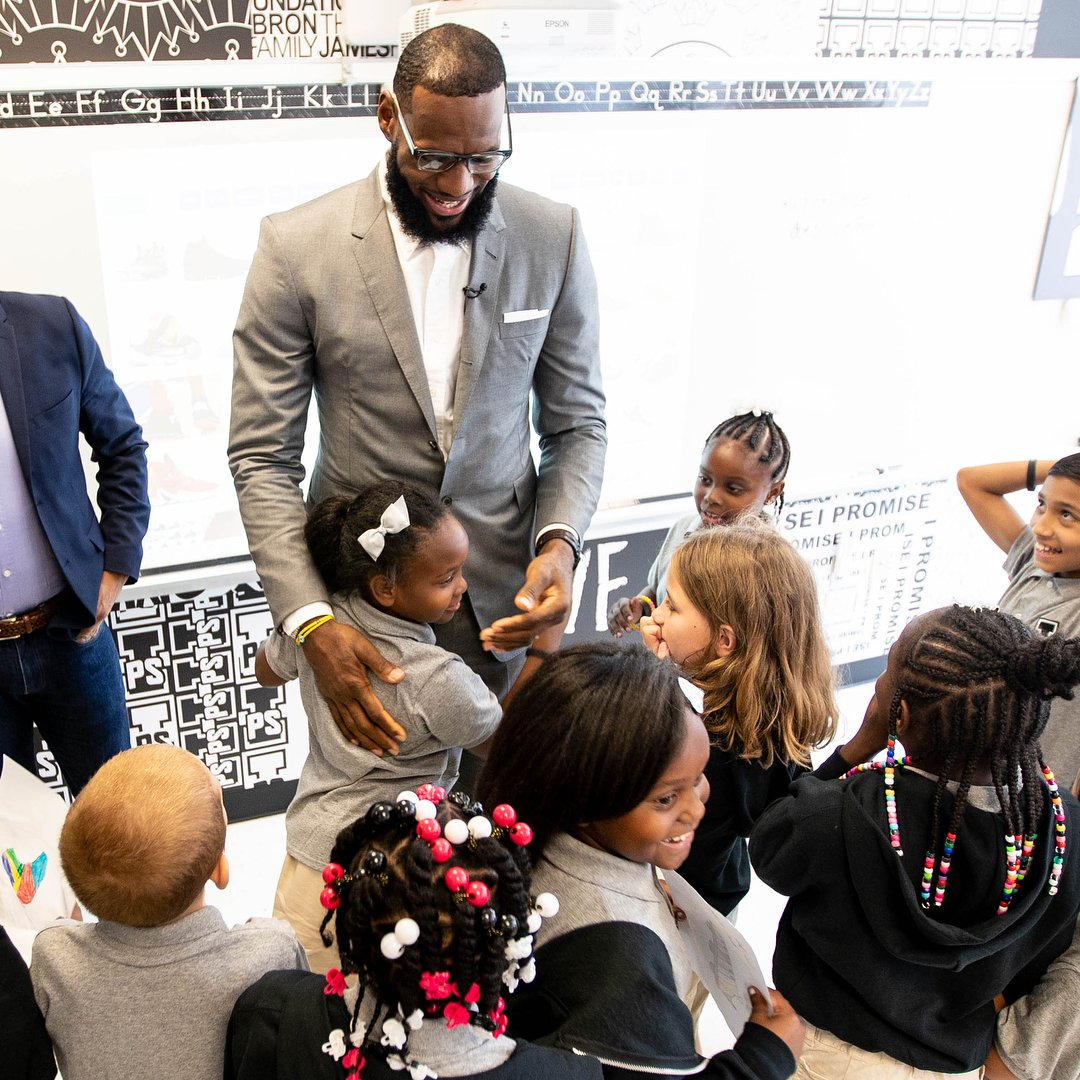 Greatness is as greatness does. @KingJames @IPROMISESchool https://t.co/ylMzFE93SM