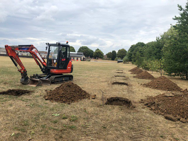 The great work the @CareysPlc team achieved yesterday @SandfieldClose planting #8 #New #Hornbeams in the school grounds! getting ready for the arrival of #Trees! #Environment #Community @CCScheme #ScudderDemolition https://t.co/u3Qw2wwDoq
