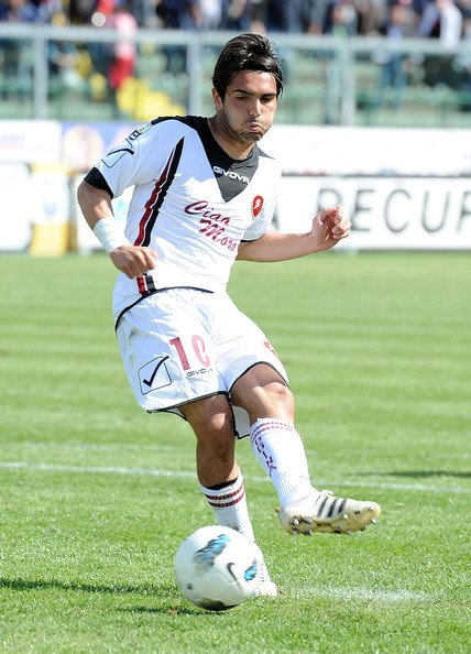 Alessio Viola has been a target this off-season for Reggina and rumors are heating up of a possible player swap between the amaranto and Virtus Francavilla. Reggina would send Claudio Sparacello in exchange for Viola. He last played for Reggina in the 2014-15 Serie C season https://t.co/b3gjubE1wd