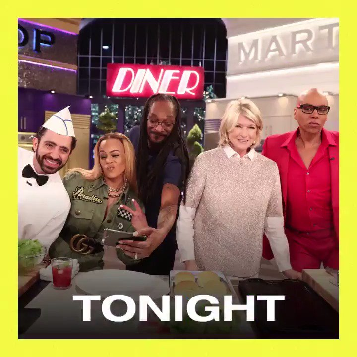 me n @MarthaStewart are back in the kitchen ! make sure yall check #MarthaAndSnoop tonight 9/8c on @VH1 https://t.co/E0CatE4RQf