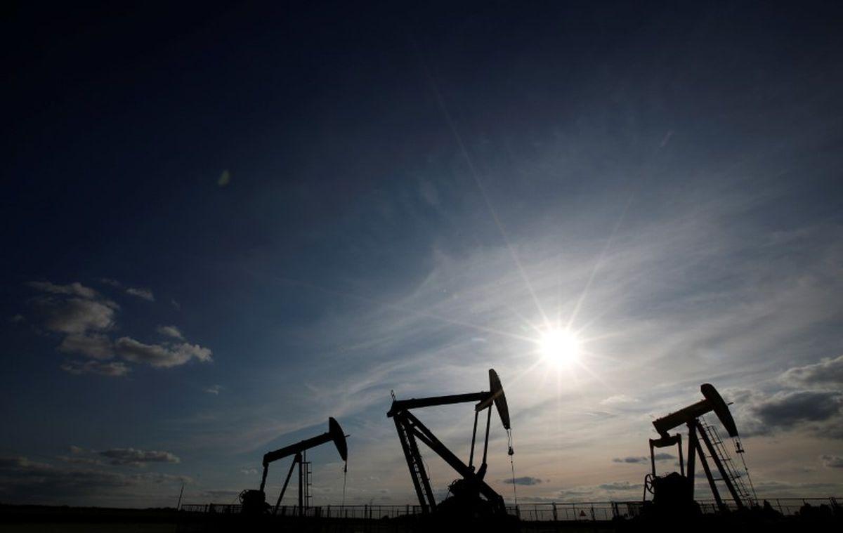 Oil falls to around $73 on U.S. inventories, OPEC supply @GlobeBusiness
