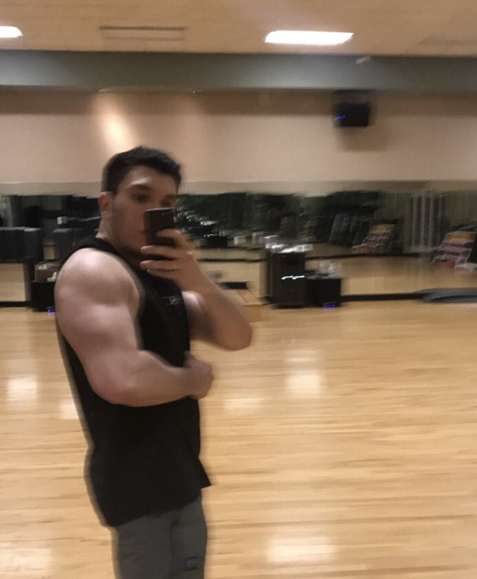 Insane 3AM arm day. Feels great getting back into my gym routine. APEGANG
